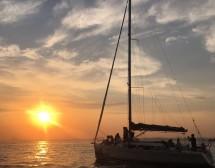 Gün batımına doğru yelken açıyoruz